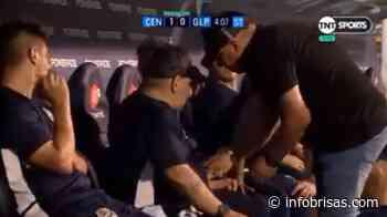 ¿Qué fue lo que pasó con Maradona en el banco de suplentes de Rosario? - InfoBrisas