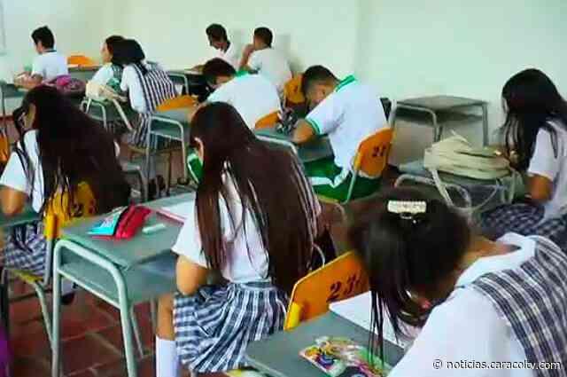 Sin celular y sin minifaldas: rector de colegio en Huila pone polémicas reglas a estudiantes - Noticias Caracol