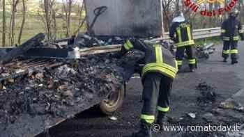 Incendio sulla Pontina, camion in fiamme e traffico in tilt