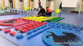 VIDÉO - A Palaiseau, ils veulent battre le record de France de dominos - France Bleu