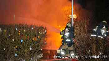 Passanten retten Mann aus Flammen - Gartenlaube brennt nieder