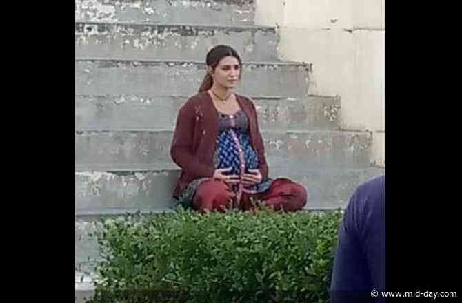 Kriti Sanon looks pretty in her pregnant avatar in this leaked photo from the sets of Mimi