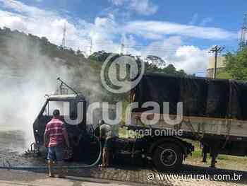 Caminhão carregado de tijolos pega fogo em Casimiro de Abreu - Portal Ururau - Ururau
