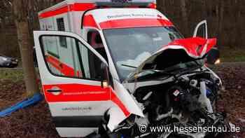 Mann stirbt bei Unfall von Auto mit Rettungswagen bei Solms - hessenschau.de