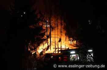 Feuer in Plochingen: Gartenhütte komplett abgebrannt - Plochingen - esslinger-zeitung.de