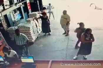 [VIDEO] Una mujer que robó un comercio en Bolívar se escondió los productos debajo de la falda - El Nacional
