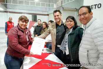 Firman escrituras en la colonia Escobedo de Loreto - Express Zacatecas