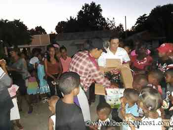 Robinson Aquino (HOMEPLAY) entrega reyes a niños de las Matas de Farfán - Lideres Políticos