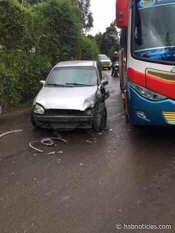 Fuerte choque entre dos vehículos en la vía Capellanía - Guachetá - HSB Noticias