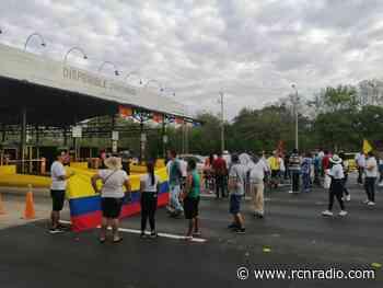 Bloquean la entrada a Turbaco (Bolívar) por alza en peaje - RCN Radio