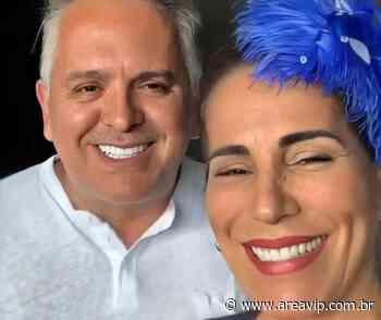 Glória Pires relembra desfile em Escola de Samba do Rio ao lado do marido - AreaVip.com.br