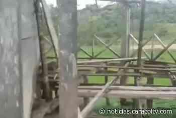 """""""Estamos estudiando sin techo y sin piso"""": comunidad indígena denuncia que su colegio está en ruinas - Noticias Caracol"""