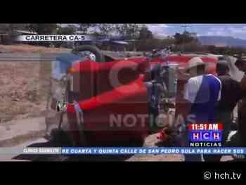 Rastra se accidenta en la Villa de san Antonio dejando solo daños materiales - hch.tv