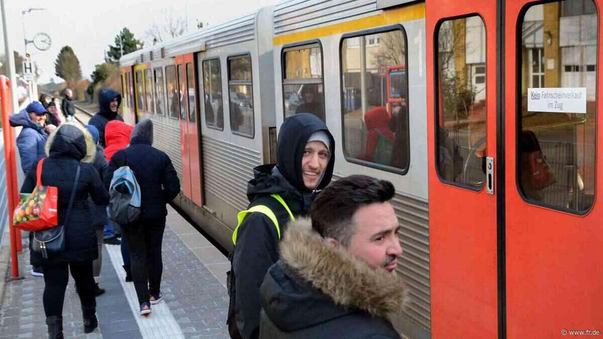 Taunus-Pendler klagen über volle Züge | Kelkheim - Frankfurter Rundschau
