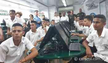 Policía Antinarcóticos visitó colegios en Magangué - Caracol Radio