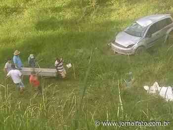 Idoso morre após cair com carro em ribanceira, em Mimoso do Sul - Jornal FATO