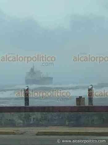 Barco petrolero podría encallar en la playa de Coatzacoalcos - alcalorpolitico