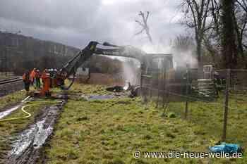 Bagger fängt in Kraichtal Feuer - Straßenbahnstrecke kurzzeitig gesperrt - die neue welle - die neue welle