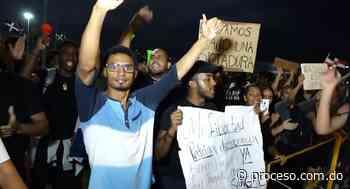 Residentes en Santo Domingo Oeste respaldan protestas frente a la JCE - Proceso.com.do