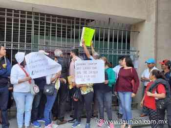 Protestan trabajadores despedidos del Ayuntamiento de Tepalcingo - Unión de Morelos