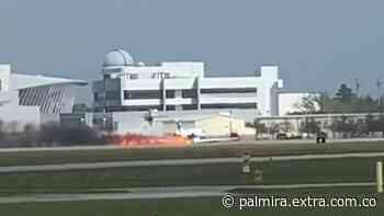 Dramático aterrizaje de avioneta prendida en fuego en Florida [VIDEO] - Extra Palmira