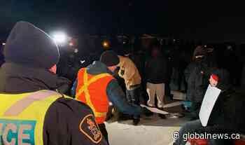 Longueuil police serve injunction to protesters blocking south shore rail - Global News