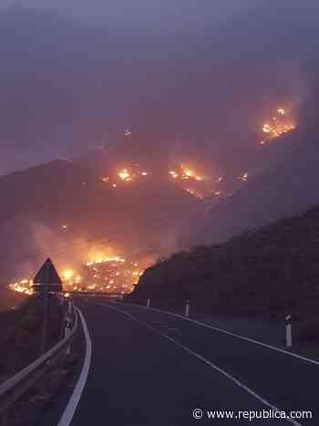 El incendio de Gran Canaria continúa sin control y alcanza la Reserva de Inagua - Republica.com