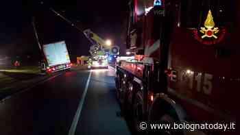 Castel Maggiore, camion esce di strada: strada chiusa per ore - BolognaToday