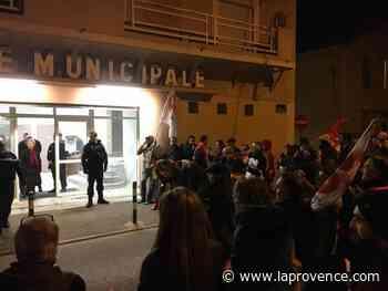 Saint-Chamas : les voeux du député Zulesi perturbés par des manifestants - La Provence