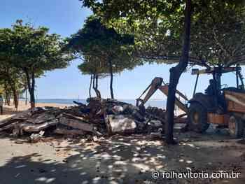 Orla de Itaparica permanece com entulhos; moradores e turistas reclamam da situação - Jornal Folha Vitória