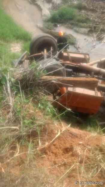 Motorista fica ferido após caminhão cair de ponte em Boituva - G1