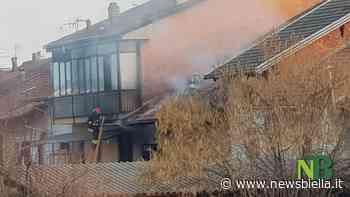 Tetto in fiamme a Gaglianico, le operazioni dei Vigili del Fuoco FOTO e VIDEO - newsbiella.it