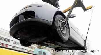Beide Fahrzeuge mussten abgeschleppt werden - Neckartailfingen: Zwei Fahrzeuge nicht mehr fahrbereit - esslinger-zeitung.de