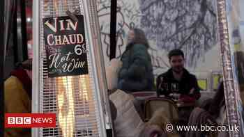 Outdoor heaters: Paris campaigners want them banned