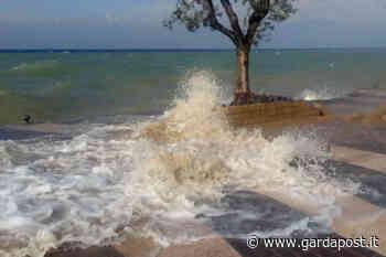 Vento e onde, il lungolago di Lazise va sott'acqua - gardapost