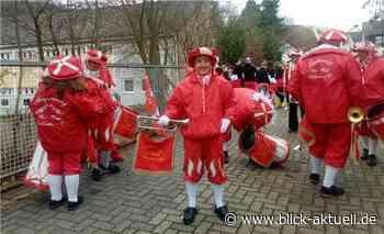 Der Fanfarenzug rot weiß Vallendar auf großer Karnevalstour - Blick aktuell