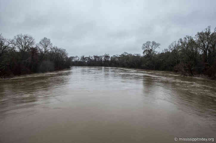Pearl River flooding: Tug and pull over best way to deal with river escalates after 3rd-highest crest on record