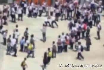 Vecinos de un colegio de Sabaneta, Antioquia, denuncian constantes riñas entre estudiantes - Noticias Caracol