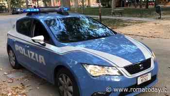 Senza patente e al volante di un'auto rubata: fermato, aggredisce gli agenti