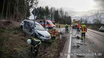 Lkw kracht auf B304 in Auto - drei Verletzte - chiemgau24.de