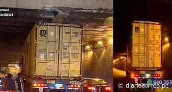 Tráiler quedó atascado bajo puente de Plaza Ramón Castilla en Cercado de Lima (VIDEO) - Diario Correo