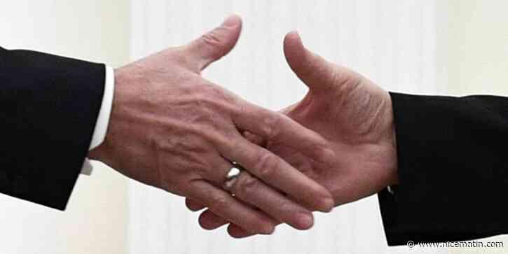 """Coronavirus: le ministre de la Santé recommande """"d'éviter les poignées de mains"""""""