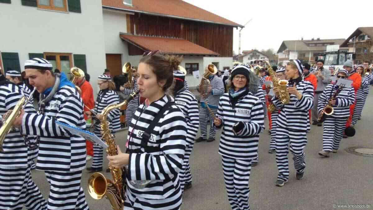 46 Gruppen und Wagen ziehen am Faschingsdienstag beim Faschingsumzug durch Hopferau   Füssen - Kreisbote