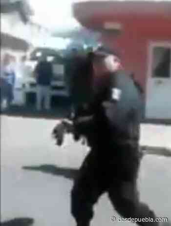 Policías de Acajete usan armas de cargo para amenazar a la gente - DesdePuebla