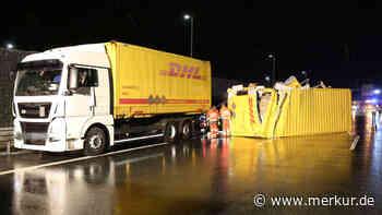 A9: Unfall zwischen DHL- und UPS-Lkw führt zu Paket-Chaos auf Autobahn | Bayern - tz.de