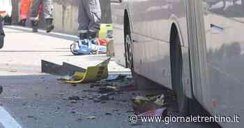 Terribile schianto tra pullman e auto a Terlano, c'è un morto - Trentino