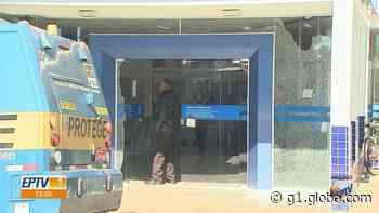 Idoso ferido em assalto a agência da Caixa em Guariba, SP, relata medo: 'Me joguei no chão' - G1