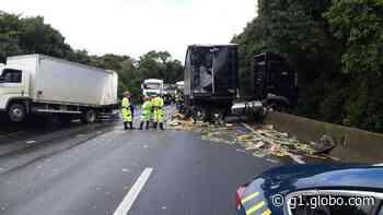 Acidente entre dois caminhões provoca congestionamento na BR-376, em Tijucas do Sul - G1