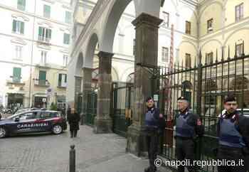 Quindicenne morto a Napoli, Caserma Pastrengo presidiata dopo gli spari intimidatori - La Repubblica
