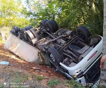 Caminhão tomba sobre carro na PR-281 entre Santa Izabel do Oeste e Salto do Lontra e deixa vítimas - CGN